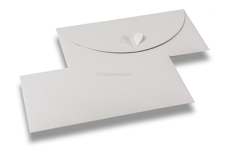 Envelopes with heart clasp - White